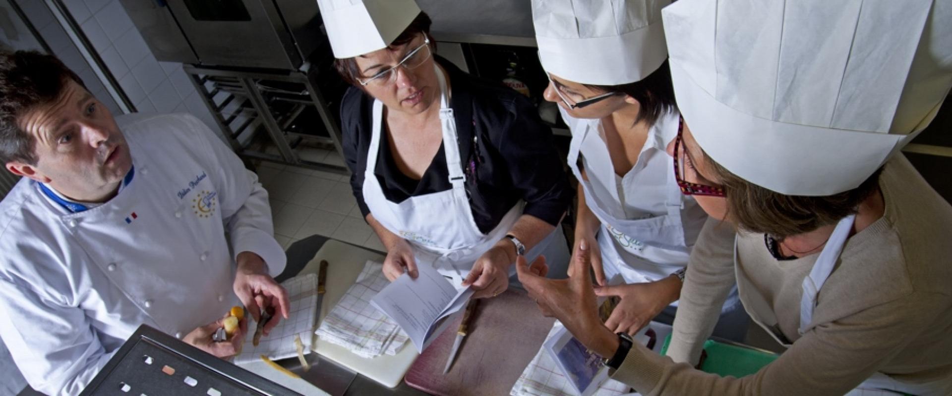 Cours De Pâtisserie Mayennaise Au Relais Du Gué De Selle Office De