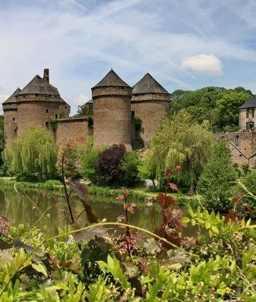 Lassay-les-Châteaux en Haute-Mayenne