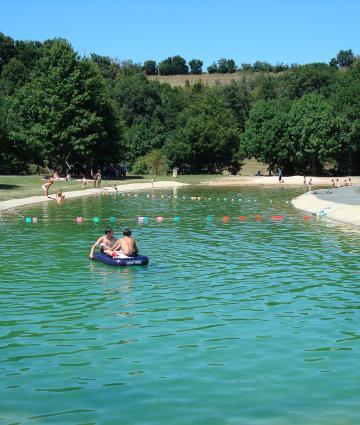 Baignade à Saulges en Mayenne