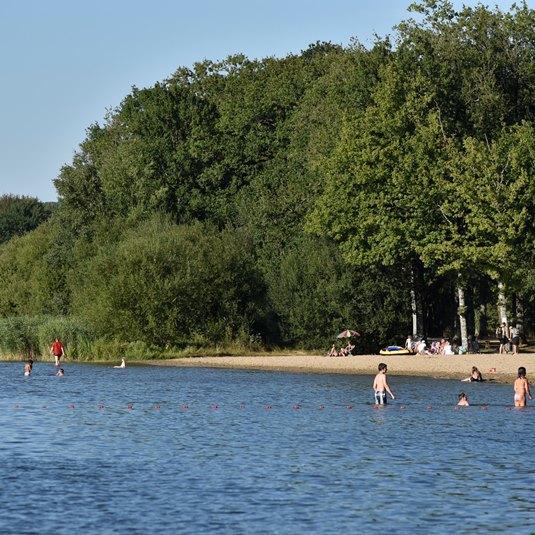 Baignade à l'étang du Gué de Selle à Mézangers en Mayenne