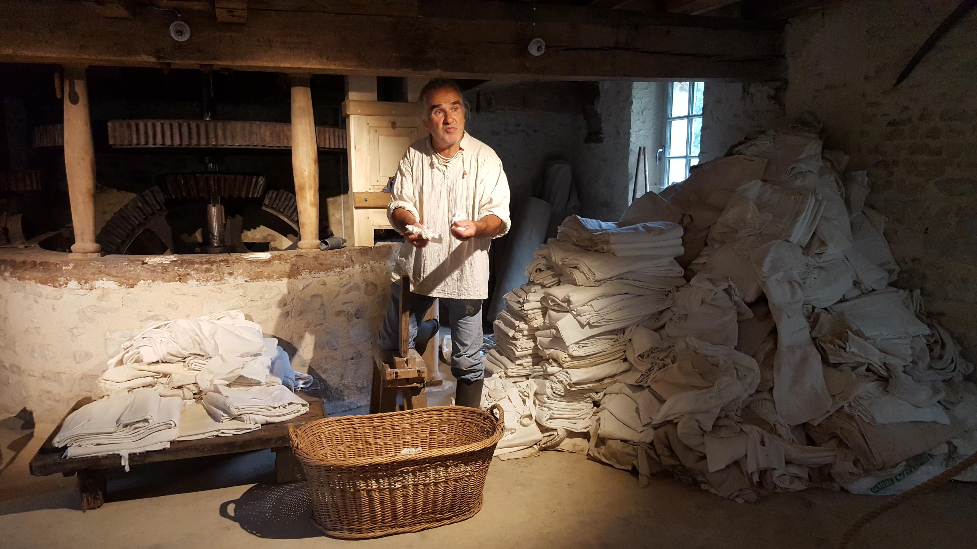 carlos robert moulin à papier