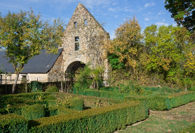 Château de la Grande Courbe à Brée - jardin